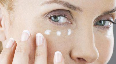 3 4 404x224 - کرم دور چشم چست و چه کاربردهای در مراقبت از پوست دارد؟